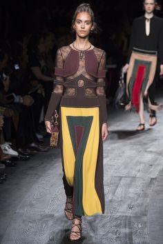 Valentino Spring 2016 Ready-to-Wear Fashion Show - Nirvana Naves (Next)