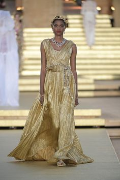 Domenico Dolce and Stefano Gabbana look to the divine for their Alta Moda 2019 collection, drawing on the classic stories of ancient Greek and Roman my Dolce & Gabbana, Coral Colored Dresses, High Fashion, Fashion Show, Vogue Paris, Runway Magazine, Mannequins, Couture Fashion, Clothes