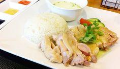 海南鶏飯はシンガポールの名物料理。本記事では、本場の味を楽しめる東京のレストラン10店を紹介。鶏スープで炊き上げた米と茹で蒸し鶏に、好みで3種のソースを合わせるチキンライスは、シンプルながら奥深い。国際都市で愛されるソウルフードを味わってみてはいかがだろう。