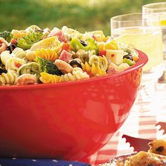Contest-Winning Picnic Pasta Salad Picnic Pasta Salad Recipe from Taste of Home -- shared by Felicia Fiocchi of Vineland, New Jersey Home Recipes, Cooking Recipes, Healthy Recipes, Crowd Recipes, Antipasto, Italian Salad, Italian Dressing, Italian Pasta, Spiral Pasta