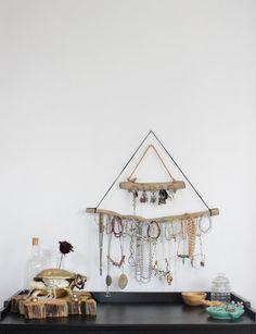 The Base Driftwood Jewelry Organizer Necklace von Curiographer
