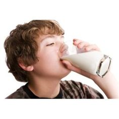 Skim Milk May Not Do a Kid's Body Better. Doctors often recommend that preschoolers drink skim milk to reduce their overall calorie intake. But it turns out lower fat milk may not help reduce the risk of obesity. Homeopathic Remedies For Allergies, Allergy Remedies, Easy Weight Loss, Healthy Weight Loss, Reduce Weight, How To Lose Weight Fast, Milk Allergy, Casein Allergy, Peanut Allergy