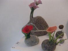 brigittesquartier ;-) Eigenprodukt  Gefilzte Steine mit Blüten