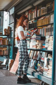 Tshirt and checkered trousers with flatforns Neue Outfits, Edgy Outfits, Grunge Outfits, Cute Casual Outfits, Summer Outfits, Fashion Outfits, Artsy Outfits, Mode Grunge, Hipster Grunge