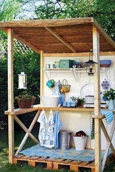 Pallet based outdoor kitchen