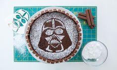 Birthday Hacks: Make this Darth Vader Cake for your child!