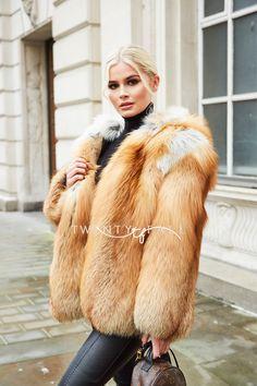 Fur Fashion, Fall Fashion Trends, Fashion Outfits, Fashion Bloggers, Style Fashion, Fox Fur Coat, Fur Coats, Capsule Wardrobe, Sexy Women