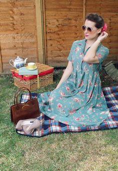 laura ashley catalog autumn winter 1984 laura ashley pinterest k fashion britischer. Black Bedroom Furniture Sets. Home Design Ideas