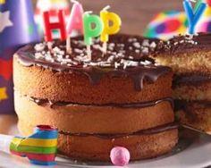 Gâteau d'anniversaire à étage allégé au chocolat : http://www.fourchette-et-bikini.fr/recettes/recettes-minceur/gateau-danniversaire-etage-allege-au-chocolat.html
