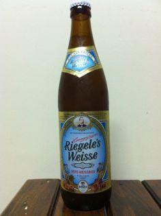 Cerveja Sebastian Riegeles Weisse, estilo German Weizen, produzida por Brauerei S.Riegele, Alemanha. 5% ABV de álcool.