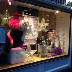 Circus inspired window display at beauty salon Amsterdam. Styled and created by Rich Art Design, The Netherlands.