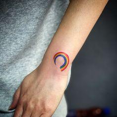 Estampe seu orgulho na pele: tatuagens cheias de amor e luta para o mês do Orgulho LGBTQ+ - Blog Tattoo2me Fish Tattoos, Silver Rings, Shoulder Tattoo, Diversity, Delicate Tattoo, Male Tattoo, Tattoos, Block Prints, Amor