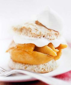 Sweet summer peaches atop homemade gluten free, shortcake biscuits topped with whip cream. Shortcake Biscuits, Shortcake Recipe, Southern Desserts, Just Desserts, Snack Recipes, Dessert Recipes, Cooking Recipes, Cake Recipes, Vegetarian Recipes