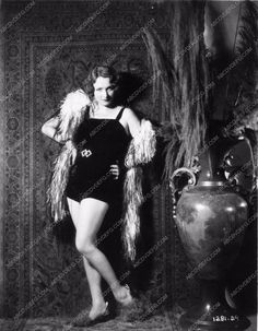photo Marlene Dietrich full length in boa film Morocco 2108-09