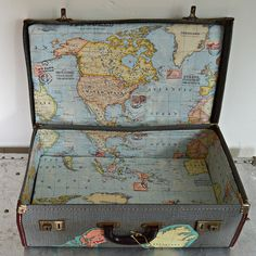 Brilliant Vintage Map Suitcase Tutorial - Pillar Box Blue - - This is a great tutorial showing you how you can transform a cheap vintage luggage piece inside and out with maps. Turning it into a stylish map suitcase. Vintage Suitcases, Vintage Luggage, Vintage Maps, Vintage Stuff, Vintage Map Decor, Vintage Room, Vintage Crafts, Antique Maps, Vintage Market