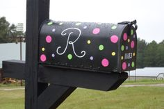 simple painted mailbox Mailbox Garden, Diy Mailbox, Mailbox Ideas, Types Of Painting, Painting For Kids, Painted Pots, Hand Painted, Black Mailbox, Painted Mailboxes