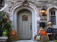As the air turns cool and crisp, thoughts naturally begin to gravitate towards the fall season and its spooky holiday, and what better way to usher in the new season than to decorate your house's entrance for Halloween?