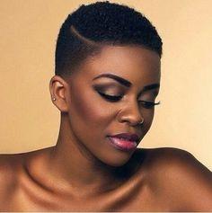 Coupe de cheveux femme noire court