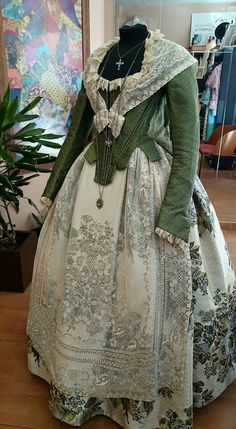 Pilar valverde Eliana 18th Century Dress, 18th Century Clothing, 18th Century Fashion, Vintage Outfits, Vintage Dresses, Vintage Fashion, Historical Costume, Historical Clothing, Beautiful Gowns