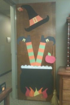 Classroom door i like the idea of the dimensional skirt for Decoration porte halloween