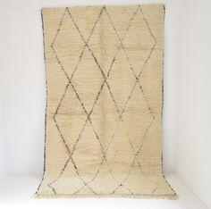 "Vintage BENI OURAIN Diamond Lozenge Linear Tasseled Moroccan Rug  6'10 x 11'10"" by BoutiqueMaroc on Etsy | $2,232.44"
