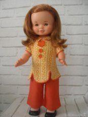 Muñeca andadora y habladora Isa de Famosa años 60 - 70 , ropa original, funciona