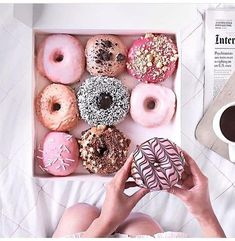 These donuts look so delicious! We love a sweet treat every once in a while and these look like the perfect dessert! Yummy Treats, Sweet Treats, Yummy Food, Delicious Donuts, Pink Treats, Cute Food, I Love Food, Slow Cooker Desserts, Food Goals