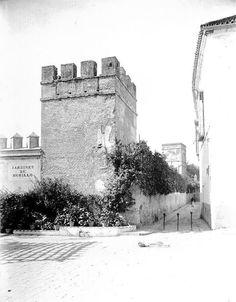 Callejón del agua. 1915, y murallas de la ciudad.