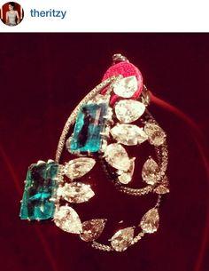 JAR  #jewelsbyjar #jarparis #joelarthurrosenthal #jar #overmydeadrubies   nice closeup!