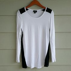 MOSSIMO long sleeve tee Super comfy long sleeve white tee with black at shoulders and sides. Can be worn with leggings. Washed and worn 2 times and in great condition. 95% rayon 5% spandex. Mossimo Supply Co Tops Tees - Long Sleeve
