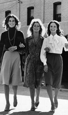 7cf6930a26 Angie Dickinson, Jaclyn Smith, Old Movie Stars, Farrah Fawcett, 70s Fashion,