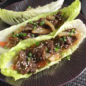 Filled with stir-fried beef, onions and sweet potato noodles, these Korean Steak Lettuce Wraps are fresh, tasty, and full of flavor! Steak Salat, Salat Wraps, Korean Lettuce Wraps, Taco Lettuce Wraps, Steaks, Japchae, Korean Sweet Potato Noodles, Stir Fry Rice, Asian Food Recipes