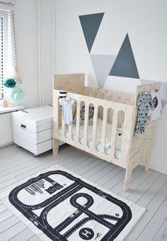 Diy bedje underlayment   Nikigem Little Babies, Baby Kids, Monochrome Nursery, Baby Room Design, Childproofing, Kidsroom, New Kids, Toddler Bed, Kids Rugs