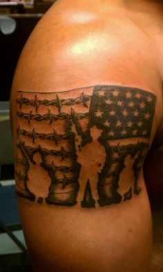 These army tattoos are glorious, violent, somber, colorful, and awesome. Army tattoos are ways to show support to the troops. Enjoy these epic tattoos! Patriotische Tattoos, Navy Tattoos, Trendy Tattoos, Body Art Tattoos, Tattoos For Women, Tattoos For Guys, Tatoos, Wife Tattoos, Warrior Tattoos