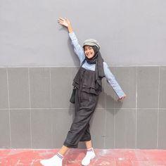 New Vintage Dresses Korean 59 Ideas Hijab Casual, Ootd Hijab, Tokyo Street Fashion, Street Hijab Fashion, Grunge Style, Soft Grunge, Modern Hijab Fashion, Korean Fashion, Jumpsuit Hijab