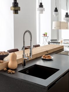 86 veces he visto estas grandes barras de cocinas. Kitchen Interior, Kitchen Design, Home Kitchens, Dream Kitchens, My House, Sink, Interior Design, Madrid, Architecture