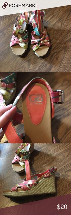 Gianni Bini wedges Gianni Bini floral wedges Gianni Bini Shoes Wedges