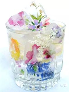 Add some fancy ice cubes to your summer garden party drinks