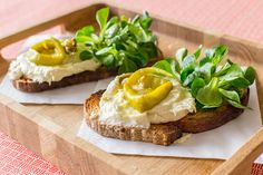This super easy bacalao brandade on toast recipe makes for a superb starter or even for a winning tapa if you plate it in a smaller format. Tapas Dinner, Toast, Spanish Cuisine, Corn Salads, Big Bowl, Us Foods, Super Easy, Sandwiches