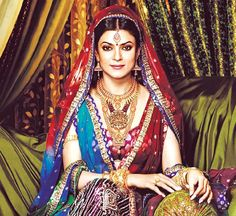 We absolutely adore Sushmita's earrings in this picture! #Asianbridalwear #Asianwedding #Bollywood #Sushmitasen
