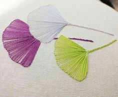 Wonderful Ribbon Embroidery Flowers by Hand Ideas. Enchanting Ribbon Embroidery Flowers by Hand Ideas. Embroidery Leaf, Hand Embroidery Dress, Embroidery Works, Hand Embroidery Stitches, Silk Ribbon Embroidery, Learn Embroidery, Hand Embroidery Designs, Embroidery Techniques, Cross Stitch Embroidery