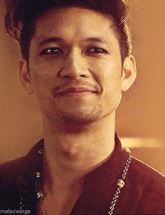 Magnus 2x18 flashback scene 1x06