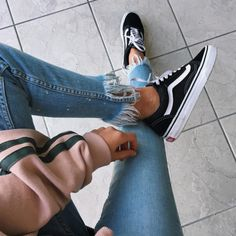 SSENSE - Vans Black SSENSE - Vans Black and White Old Skool Platform Sneakers - distressed jeans - pink sweater - fall outfit - black vans Mode Shoes, Sneakers Mode, Vans Sneakers, Platform Sneakers, Black Sneakers, Casual Outfits, Cute Outfits, Outfits With Black Vans, White Vans Outfit