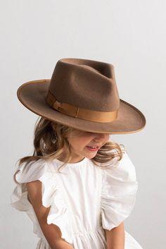 Moda Kids, Toddler Fashion, Little Kid Fashion, Toddler Girl Style, Fashion Kids, Fashion Clothes, Retro Fashion, Womens Fashion, Kids Hats