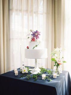 All White Wedding Cake decorated with Floral | Katy Cox Photography | Buttercup Bakery #bridesofhouston #wedding #weddinginspiratiion #cake