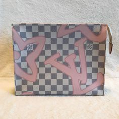 Fashion Trend, Louis Vuitton tahitienne 2017. LV Pouch For Women. Up to 70% Off.