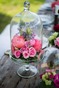 Flowers under Glass Cloche Wedding Centerpiece Design Floral, Deco Floral, Arte Floral, The Bell Jar, Bell Jars, Floral Centerpieces, Floral Arrangements, Centrepiece Ideas, Flower Arrangement