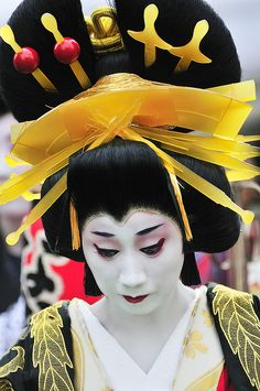 Oiran - hair style, combs and pins by ajpscs, via Flickr