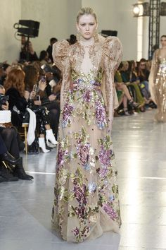 Elie Saab Frühjahr/Sommer 2020 Haute Couture - Fashion Shows Elie Saab Couture, Fashion Weeks, Fashion 2020, Runway Fashion, Fashion Show, Daily Fashion, Street Fashion, Couture Looks, Style Couture