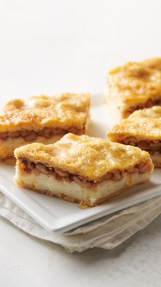 Baklava Cheesecake Bars: We Took Everyones Favorite Buttery, Honey-Walnut Treat Baklava And Turned It Into Incredibly Easy-But-Impressive Dessert Bar Recipe Mash-Up. Baklava Cheesecake, Cheesecake Recipes, Cookie Recipes, Baklava Dessert, Delicious Desserts, Dessert Recipes, Impressive Desserts, Dessert Bars, Blush